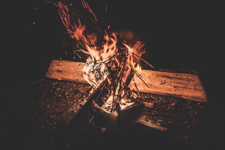blaze-bonfire-campfire-775673.jpg
